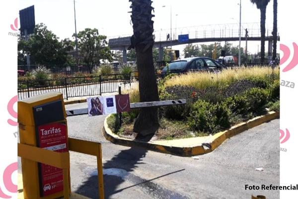 Foto de Barreras Estacionamiento Mall Plaza Norte