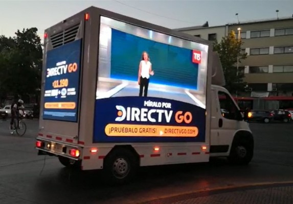 Foto de Camion Led que transita en todas las comunas con 3 caras en dos horarios AM o PM