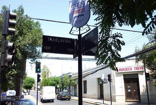 Foto de Indicador de calles, Traslaviña - Merced, San Felipe