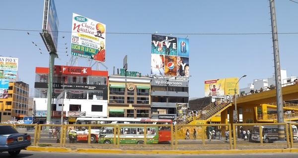 Foto de Av. Alfredo Mendiola 3479