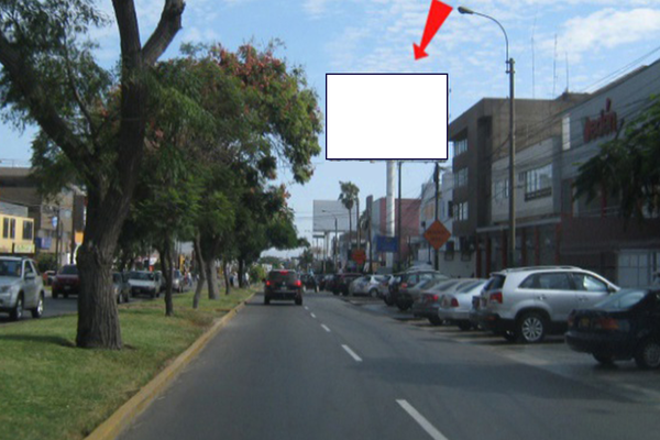 Foto de AV.  LA ENCALADA Cdra. 7.00Nro. 769 / 771 CC. MONTERRICO