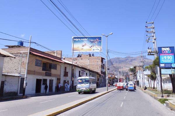 Foto de AV.  HOYOS RUBIO Cdra. 4.00Nro. 424 /