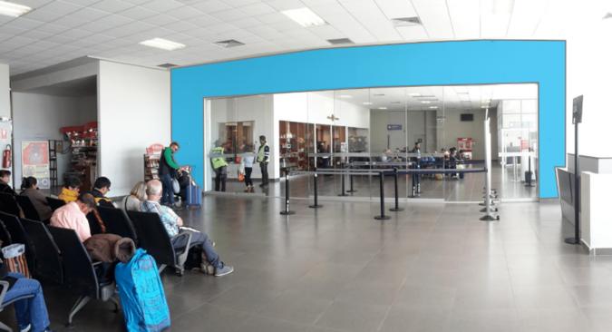 Foto de Aeropuerto de Juliaca - Vinil 2 caras- Sala de Embarques